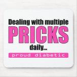 El tratar de los pinchazos múltiples diariamente ( alfombrilla de ratones