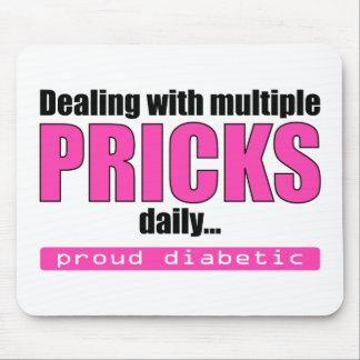 El tratar de los pinchazos múltiples diariamente ( tapetes de ratón