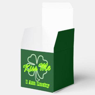 El trébol afortunado irlandés del trébol me besa caja para regalos de fiestas