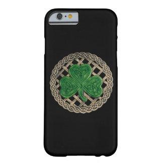 El trébol negro en Celtic anuda la caja del iPhone Funda Para iPhone 6 Barely There
