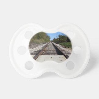 El tren de ferrocarril sigue la foto chupete