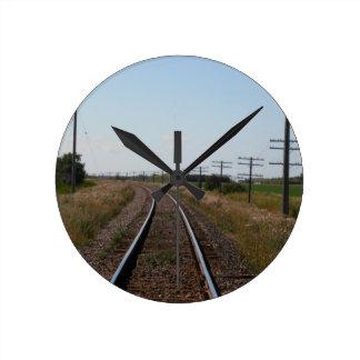 El tren sigue el reloj de pared
