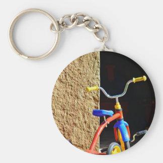 El triciclo de niño colorido llavero personalizado