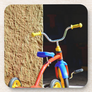 El triciclo de niño colorido posavasos