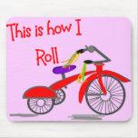 """El triciclo rojo """"esto es cómo ruedo""""---Regalos di Alfombrilla De Raton"""