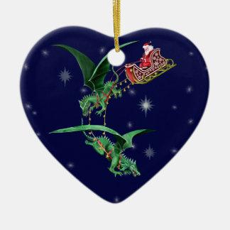 El trineo de Santa con los dragones Adorno Navideño De Cerámica En Forma De Corazón