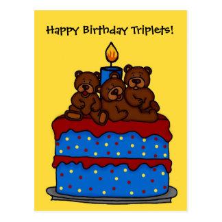 el trío lleva la postal de la torta de cumpleaños