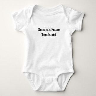 El trombón futuro del abuelo mameluco de bebé
