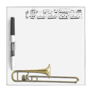 El Trombone (alto) seca al tablero del borrado Pizarras