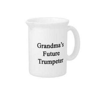 El trompetista futuro de la abuela jarras de beber