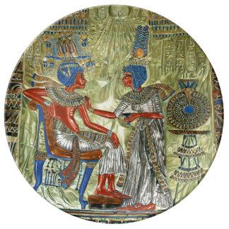 El trono de Tutankhamon Platos De Cerámica