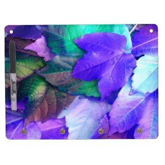 El trullo púrpura de N sale del tablero seco del b Pizarra Blanca