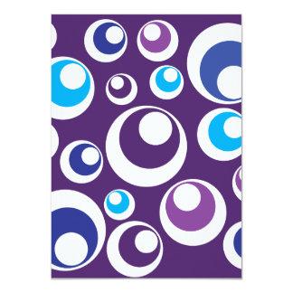 El trullo púrpura retro de la diversión circunda invitaciones personales
