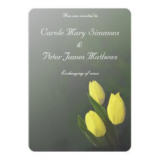 """El tulipán amarillo brillante florece la invitación 5"""" x 7"""""""