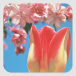 """El tulipán rojo de Triumph, """"fiesta de jardín"""" flo Calcomania Cuadrada Personalizada"""