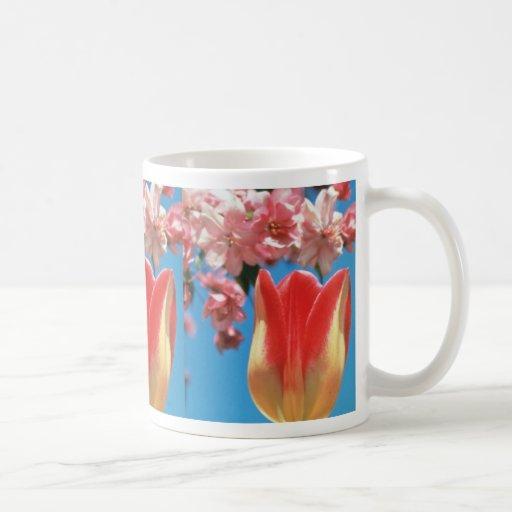 """El tulipán rojo de Triumph, """"fiesta de jardín"""" flo Taza De Café"""
