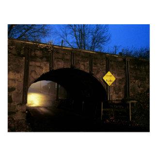 El túnel I - mundo mágico más allá del túnel Tarjetas Postales