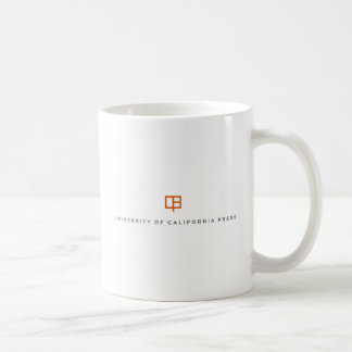 El UC presiona la taza de café del logotipo - blan