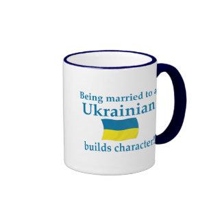 El ucraniano construye el carácter taza a dos colores