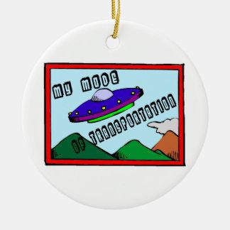 El UFO es mi modo de transporte Adorno Redondo De Cerámica