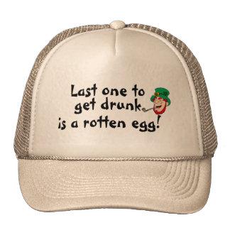 El último uno borracho es un hombre putrefacto del gorro de camionero