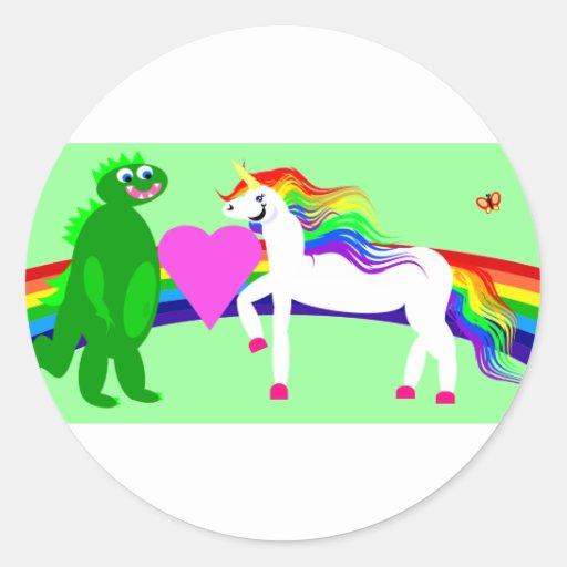 El unicornio considera el dinosaurio pegatina redonda