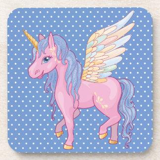 El unicornio lindo con el arco iris se va volando posavaso