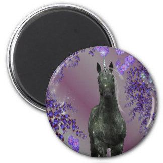 El unicornio negro florece el imán de la fantasía