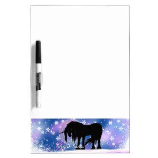 El unicornio negro místico (déjelo la nieve) pizarras blancas