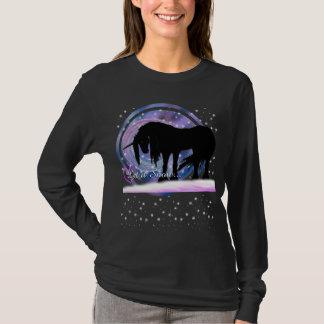 El unicornio negro místico (déjelo la nieve) playera