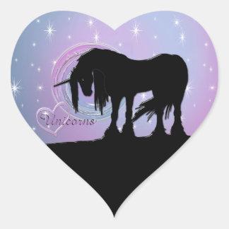 El unicornio negro místico (remolino en colores pegatina en forma de corazón