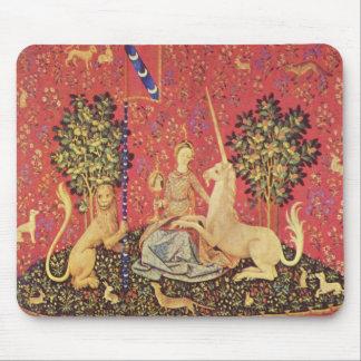 El unicornio y la imagen medieval virginal de la t tapete de raton