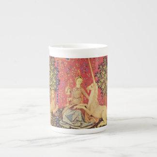 El unicornio y la imagen medieval virginal de la t tazas de porcelana