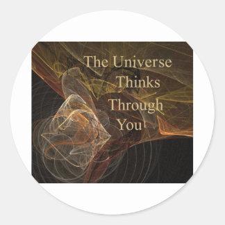 El universo piensa a través de usted pegatina redonda