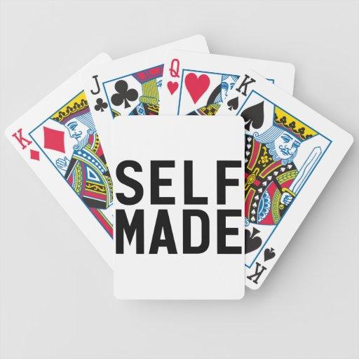 El uno mismo hizo a la independiente barajas de cartas