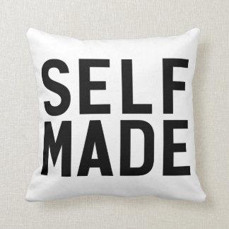 El uno mismo hizo a la independiente almohadas