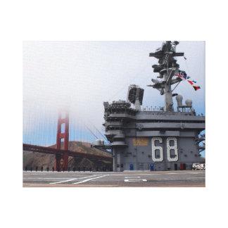 El USS Nimitz en el Golden Gate Impresiones De Lienzo