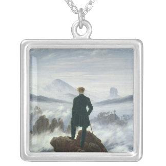 El vagabundo sobre el mar de la niebla, 1818 collar plateado