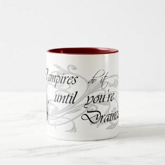 El vampiro lo hace hasta que le drenen taza de dos tonos