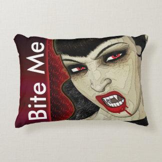 El vampiro me muerde los undead divertidos cojín decorativo