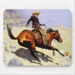 El vaquero por Remington, arte del oeste americano Tapetes De Raton