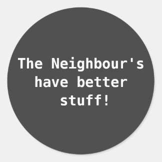 El vecino tiene mejores pegatinas de la materia