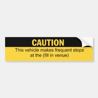 El vehículo marca paradas frecuentes en pegatina de parachoque