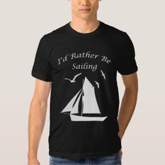 El velero esté navegando bastante la camiseta playeras
