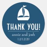 El velero le agradece las etiquetas (los azules etiquetas redondas