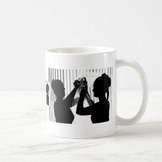 El velo ajusta la imagen del boda de la fotografía taza básica blanca
