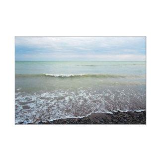 El velo de ondas en la arena de la playa empiedra impresión en lienzo