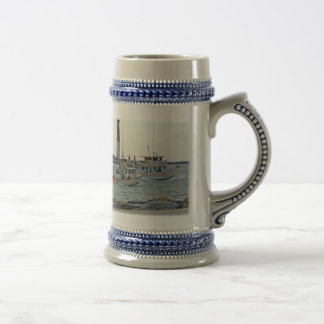 El venir a casa - barcos de pesca en artículo de jarra de cerveza