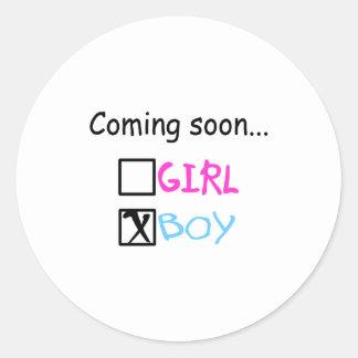 El venir pronto… (muchacho) pegatina redonda