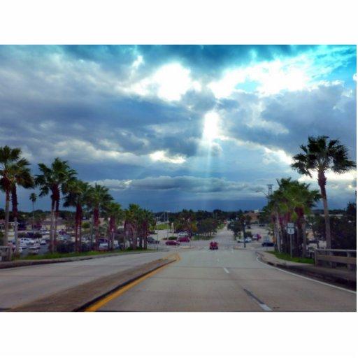 el venir sobre el sol del puente a través de las n escultura fotográfica